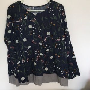 Cute navy floral NWOT with putty color bottom.